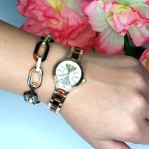 Round Gold Watch with Turtle Bracelet Time And Tru